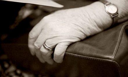 Asiatiske tricktyve stjal dankort fra 77-årig kvinde