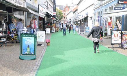 Lokalpolitikere debatterer i ny butik