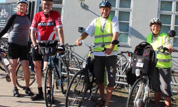 Cyklister tester cykelruter langs Gudenåen