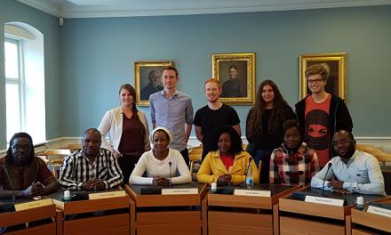 Unge fra Malawi lærer om dansk demokrati