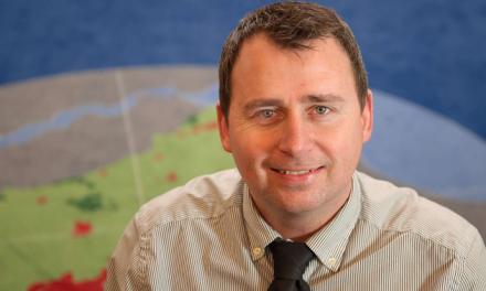 Lokal politiker inddrager minister i Banedanmark sag fra Langå