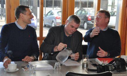 Borgmesterduel med varm kaffe og kolde facts