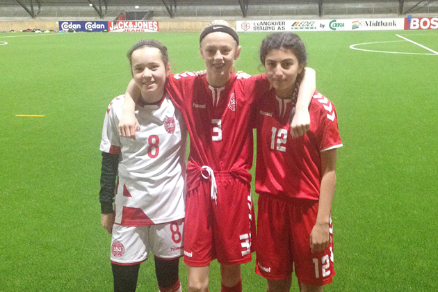 Ung DB-trio i kamp i landskampsdragten