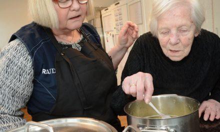 Her kan de ældre være med til madlavningen