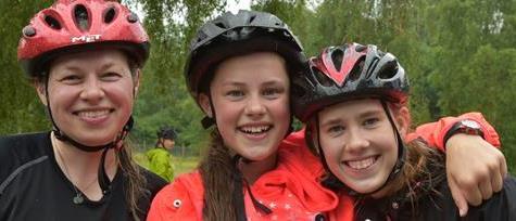 Glade cyklister trodsede regnbyger ved Gudenåløbet