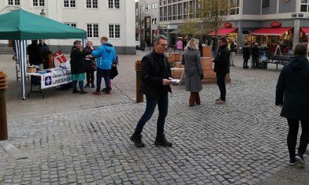 Ræk ensomme og hjemløse en hjælpende hånd