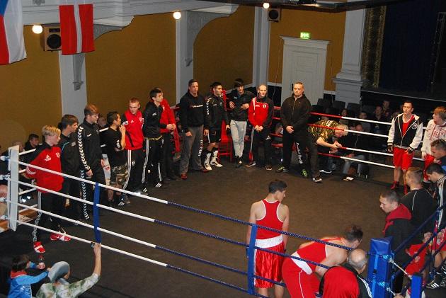 Hel ringside fyldt: 13 kampe med 24 Randers-boksere