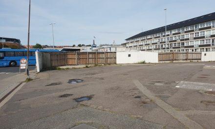 Plankeværk på Havnegade 7 bliver nu fjernet