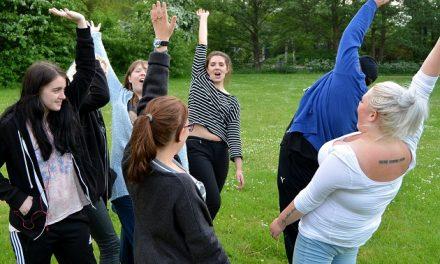 Flere frivillige skal hjælpe unge ud af ensomhed i Randers