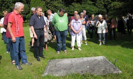Østre Kirkegård sladrer om byhistorien
