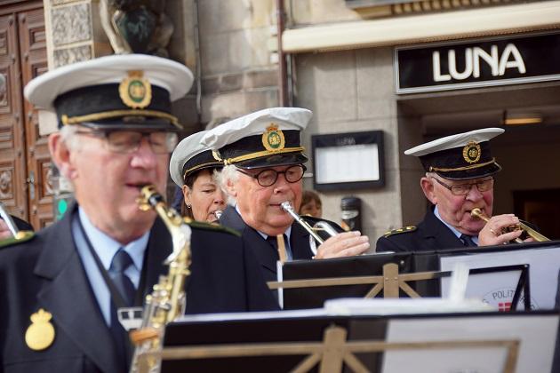Musikalsk fødselar i uniform