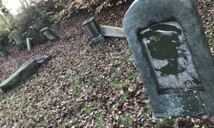 Randers : To mænd tiltalt for hærværk på jødisk gravplads