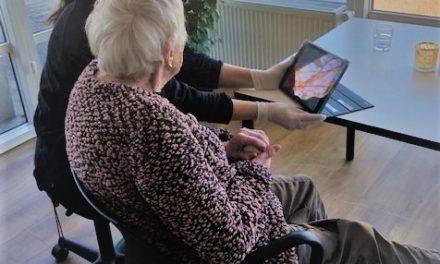 Randers: Plejecenter hjælper ældre borgere med FaceTime
