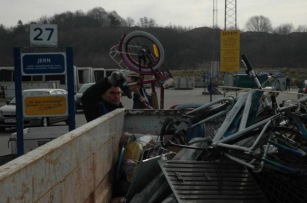 Genbrugspladserne åbner igen med begrænset adgang