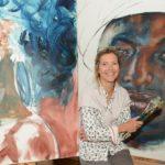 Hun fanger Afrikas sjæl på sine malerier