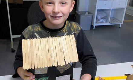 Lokale børn bygger by